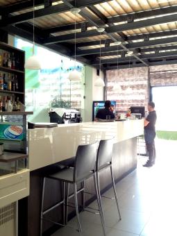 Fabbricante arredo bar produzione albania mobili arredo for Arredamento bar completo